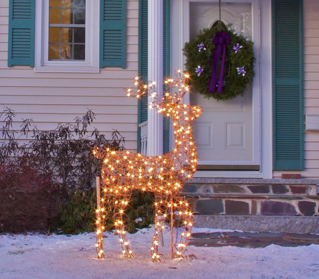 Twinkling Deer and Wreath